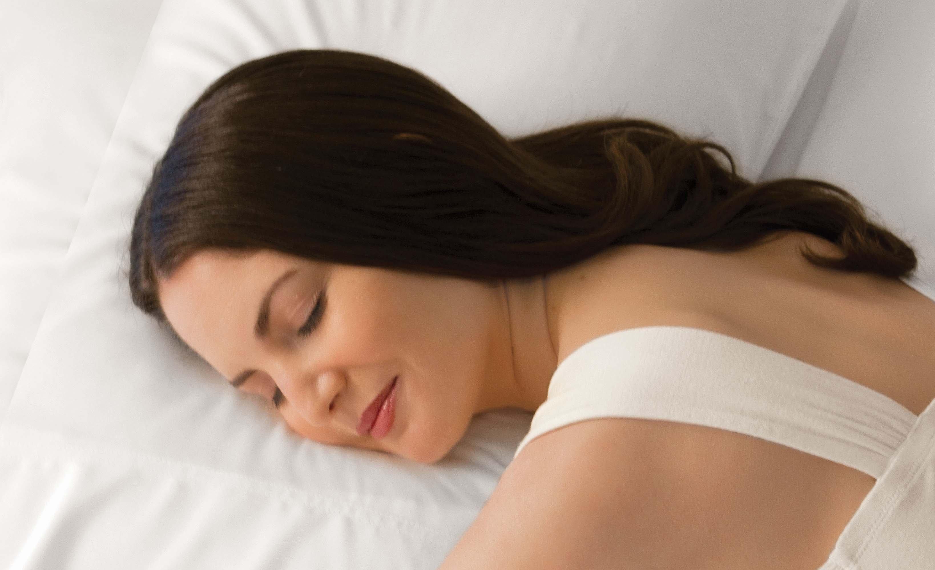 Sleeping_on_pillows_004